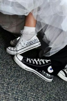 a3632f03600cb5 Converse AllStar appearance on wedding day ... Yes Please! Perfect Wedding