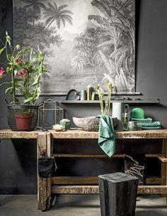 Dark botanics * Interiors * The Inner Interiorista Home Staging, Style Deco, Dark Interiors, Bathroom Styling, Home Decor Wall Art, Natural Living, Interiores Design, Home And Living, Interior Inspiration