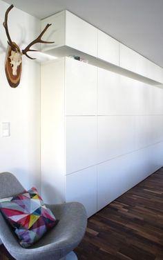 Mur avec des meubles besta d'ikea