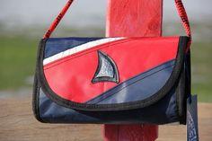 Borsetta a tracolla in vela con chiusura magnetica - blue/red    #handmade #bag #borsa #sailbag #borsavela #unique #artigianale #madeinitaly #bolina #sail #vela #lignano #recycled #riciclo #bluered #smallbags