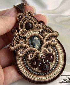 Pin by Karen Bright on soutache Soutache Bracelet, Soutache Pendant, Soutache Jewelry, Beaded Jewelry, Beaded Necklace, Crochet Jewelry Patterns, Bead Embroidery Jewelry, Beaded Embroidery, Ribbon Jewelry