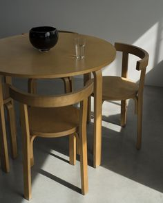High/Low: Alvar Aalto-Style Dining Table and Chairs (Remodelista: Sourcebook for the Considered Home) Romantic Home Decor, Classic Home Decor, Hippie Home Decor, Natural Home Decor, Home Decor Styles, Home Decor Accessories, Cheap Home Decor, Luxury Homes Interior, Interior Design