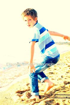 Elizabeth Whild Photography beach mini  sessions available now.