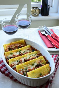 Very delicious and comfort food - Polenta Bolognaise. Perfect with glass of wine in a good company. Polenta, Raspberry Syrup Recipes, Recipe Box, Zucchini, Stuffed Mushrooms, Vegetables, Cooking, Wine, Food