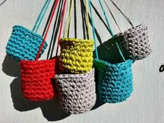 La ventana azul: 177.- Maceteros colgantes de trapillo Straw Bag, Espadrilles, Diy, Bags, Strands, Chain Stitch, Pom Poms, Ribbons, Trapillo