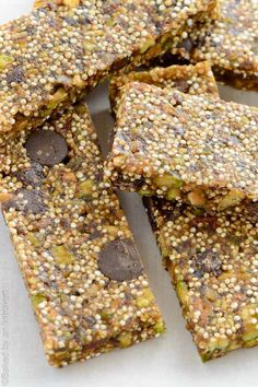 Chocolate Pistachio Quinoa Bars - Quinoa bars made with pistachios, chocolate chips, and dates. Satisfy your cravings with this low fat and delicious snack option. @introvertbaker