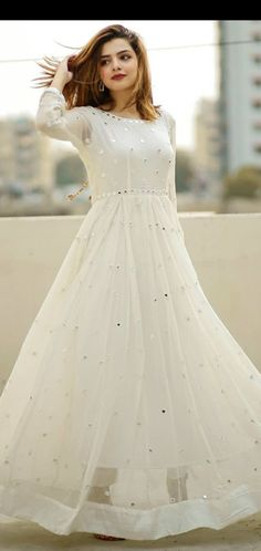 Beautiful Pakistani Dresses, Pakistani Dresses Casual, Indian Gowns Dresses, Indian Fashion Dresses, Dress Indian Style, Pakistani Dress Design, Indian Designer Outfits, Indian Wear, Frock Design