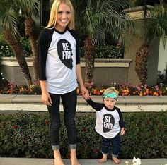 I absolutely love the best friend matching shirt. So cute for a relaxing day out with your daughter ❤️ Mother Daughter Matching Shirts, Best Friend Matching Shirts, Best Friend Shirts, Mommy And Me Shirt, Mommy And Me Outfits, Kids Outfits, Cole And Savannah, Savannah Soutas, Sav And Cole