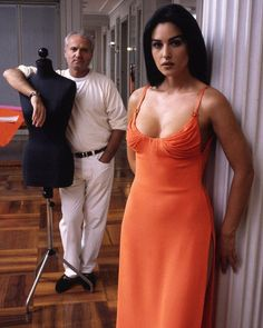 Birthday girl Monica Bellucci with Gianni Versace in shot by Jean-Marie Périer. Gianni Versace, Donatella Versace, Beautiful Celebrities, Beautiful Actresses, Most Beautiful Women, Mode Ootd, Jean Marie, Italian Beauty, Italian Women
