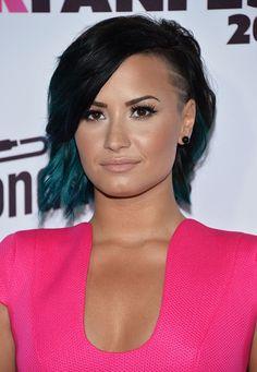 Demi Lovato medium layered haircut