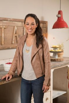 Joanna Gaines style: There's just something about a leather + jeans combo that really captures Joanna's effortlessly-cool essence. I mean, she's wearing a T-shirt, and I still want to trade closets with her. A girl can dream, right?
