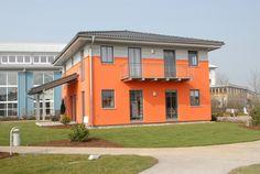 Fassadenfarbe beispiele gestaltung  Beispiele für Fassadenfarben | Fassadenfarbe, Rot und Innovativ