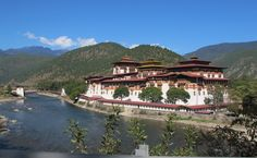 Little Bhutan, a Bhutanese tour operator. offering all-inclusive tour packages, vacations, holidays, sightseeing and luxury tour to Bhutan. Travel with us for an Experience of a lifetime. Places To Travel, Places To See, Beautiful World, Beautiful Places, Gross National Happiness, Le Tibet, Destinations, Eco Architecture, Modern City