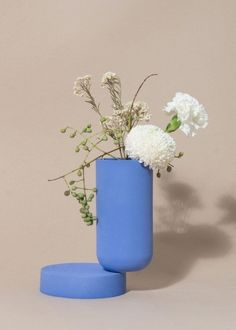 Week of November 20, 2017 - Huskdesignblog | Los Objetos Decorativos, Rosa Rubio | ceramic objects | shell vase | terracotta vase | clay vase | natural ceramics | shell boxes | set design | objects styling | blue vase | millennial pink | grey wall | beige wall | furniture styling | interior stylist | flower pot | decorative objects | home decor | graphic
