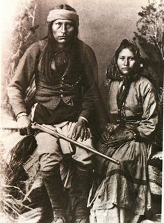 """Cochise, Chiricahua Apache, and His Wife. Cochise (or """"Cheis"""") was one of the most famous Apache leaders (along with Geronimo and Mangas Coloradas) to resist intrusions by Americans during the century. Native American Wisdom, Native American Pictures, Native American Beauty, Native American Tribes, American Indian Art, Native American History, American Indians, Inka, Old West"""