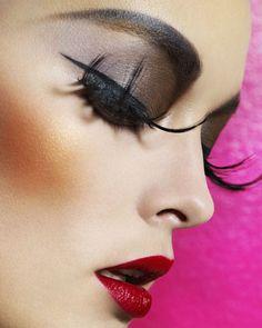 Black smoky eyes - Red lips
