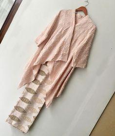 Kebaya Lace, Batik Kebaya, Kebaya Dress, Batik Dress, Blouse Batik, Kebaya Modern Hijab, Model Kebaya Modern, Kebaya Hijab, Kebaya Muslim