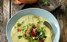 Kartoffelsuppe med porrer og bacon Klassisk suppe - nyt fyld. Meget børnevenlig!