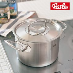 #Fissler Original pro collection® - линия, которая была создана профессионалами для профессионалов.  Мерная шкала внутри кастрюли помогает Вам точно отмерять уровень жидкости  дно CookStar подходит для всех типов плит, нагревание происходит быстро и равномерно, сохраняя при этом энергию.  Тяжелая и плотно закрывающаяся крышка является