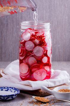 Easy pickled radishes