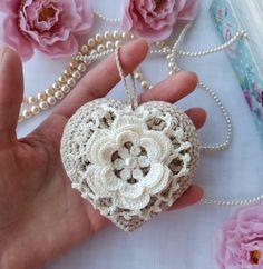 "2,675 aprecieri, 44 comentarii - I'm Vita, Ukraine. (@crochet_flowers_and_lace) pe Instagram: ""Crochet heart  #etsy #etsyshop #crochet #shophandmade #craft #crafts #crochetlove #etsystore…"""
