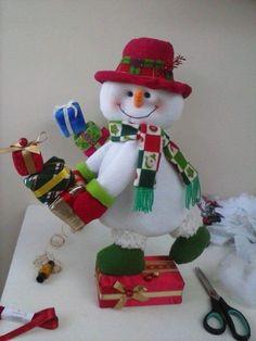 Felt Christmas Decorations, Felt Christmas Ornaments, Christmas Stockings, Christmas Holidays, Christmas Wreaths, Christmas Crafts, Holiday Decor, Ski Decor, Snowman Crafts