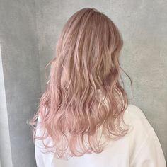 アンククロス表参道【公式】さんはInstagramを利用しています:「ホワイティピンクベール💓 @kei0926 #アンククロス #ankhcross #表参道 #原宿 #ヘアカラー #カット #ヘアアレンジ #サロン #サロンモデル #美容師 #美容室 #美容学生 #グラデーションカラー #イルミナカラー#ハイライト…」 Teenage Daughters, Golden Hair, Aesthetic Hair, Pink Hair, Pretty People, Hair Goals, Dyed Hair, Hair Color, Hair Beauty