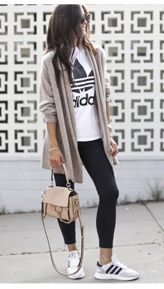 I love this black leggings style lazy day outfit ideen fr die schule casual style und mode! Legging Outfits, Leggings Outfit Winter, Athleisure Outfits, Leggings Fashion, Jogger Pants Outfit, Outfit Jeans, Cute Sporty Outfits, Mom Outfits, Everyday Outfits