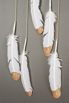 Oh So Lovely: FEATHER DECOR IDEAS + FREE GOLD FEATHER PRINTABLES