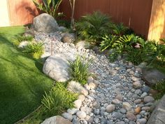 75 gorgeous dry river creek bed design ideas on budget Gravel Garden, Rain Garden, Garden Paths, Landscaping With Rocks, Backyard Landscaping, Landscaping Ideas, Dry Riverbed Landscaping, Landscape Design, Garden Design