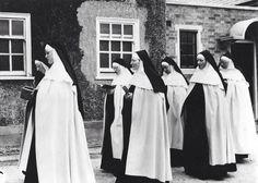 Carmelite Nuns (o.) Before Vatican Ii The Nun's Story, Bride Of Christ, Priest, My Passion, Religion, Sisters, Portrait, Spirit, Messina