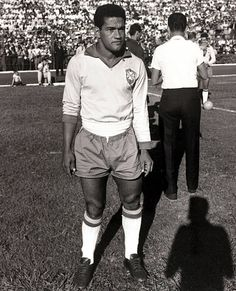 Sport Football circa 1962 Brazil star Garrincha who played 60 times for Brazil and with he and Pele in the team the national side never lost his. School Football, Sport Football, Soccer, Play 60, World Cup Teams, World Cup Final, Finals, Brazil, Baseball Cards
