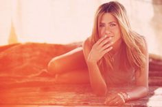 senior girl photography posing ideas #photography {Jennifer Aniston}