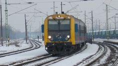 Az ex Bdt 443-as, ma H-START 8005 443 vezérlőkocsival az élén Fecske ingavonat közlekedik a Nyugati pu. felé.
