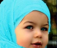 Adorable baby with the prettiest eyes ever. Cute Baby Hijabi - Unknown Country of Origin Precious Children, Beautiful Children, Beautiful Babies, Little Babies, Cute Babies, Little Girls, Kids Around The World, We Are The World, Baby Kind