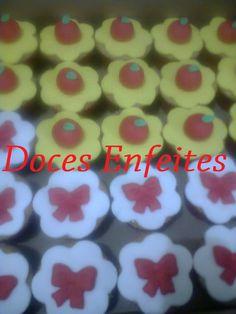 Festa Branca de Neve (cupcakes com modelagem) Encomendas:(21) 2652-6583 www.docesenfeites.blogspot.com