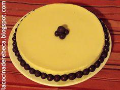 Tarta de chocolate blanco decorada con Maltesers
