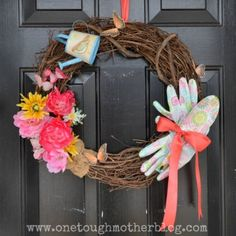 If you're as addicted to gardening as we are, you'll love this thematic wreath.