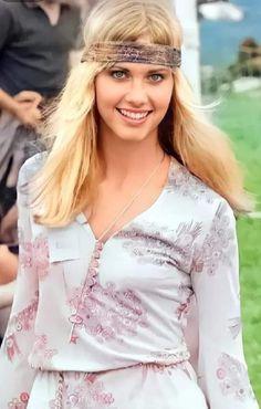 Olivia Newton John, Grease, Floral Tops, Beauty, Women, Music, Film, Fashion, Singers