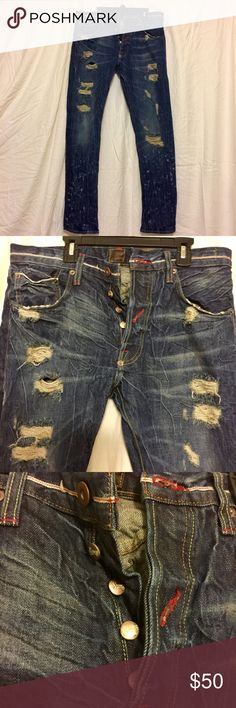 """Men's Striver's Row & Co. Denim Super durable, high quality, vintage-look jeans Details: Never worn, Inseam = 32"""", Waist 32""""  Ripped detail with bleach accents  Button closure  5 pocket detail  Durable denim for performance Striver's Row & Co. Jeans"""