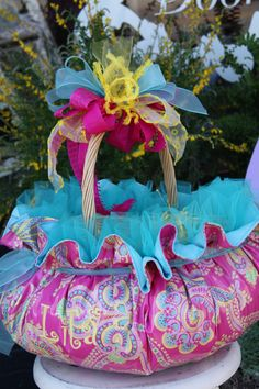 These are the easter baskets I make, custom monogramming and fabric choices...CindyJaegerDesigns@hotmail.com