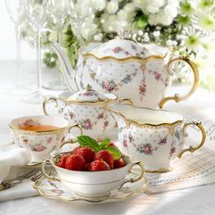 Café Chocolate, Strawberry Tea, Royal Crown Derby, Romantic Cottage, Romantic Homes, Teapots And Cups, My Cup Of Tea, Tea Service, China Patterns