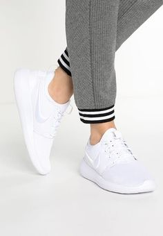 Nike Sportswear ROSHE TWO BR - Joggesko - white/wolf grey - Zalando.no