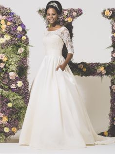 Kate Middleton styled wedding dress. Princess with lace sleeves #vintage #winter-wedding