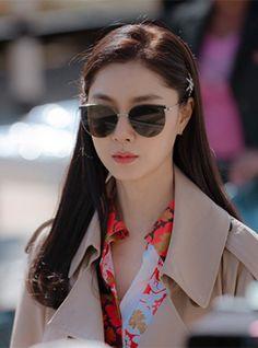 Let's take a look at the blouse Seo Ji-hye wears in episode 11 of Korean Drama 'Crash Landing On You'. Korean Actresses, Korean Actors, Actors & Actresses, Korean Star, Korean Girl, Korean Celebrities, Celebs, Seo Ji Hye, K Drama