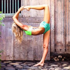 Yoga Asana ideas - You need to think about using a sauna if you experience sore muscles and want some warmth and relaxation. Learn more Yoga girls tips right here. Yoga Bewegungen, Yoga Flow, Hot Yoga, Yoga Motivation, Health Education, Physical Education, Yoga Fitness, Body Women, Beautiful Yoga Poses