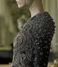 She uses the armor of embroidery as a shield///alexander mcqueen autumn/winter 2010-2011