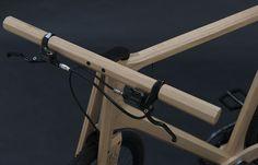 """Der holländische Designer Paul Timmer hat ein Rad fast komplett aus Holz gebaut. Das Singlespeed-Bike wiegt nur 11 Kilo und fährt sich """"höchst komfortabel""""."""