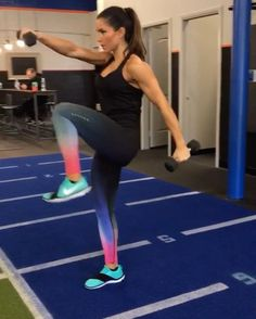 "Polubienia: 10.8 tys., komentarze: 207 – Alexia Clark (@alexia_clark) na Instagramie: ""Saturday Twist 15 reps of each exercise on both sides! 4 ROUNDS! #alexiaclark #queenofworkouts…"""