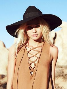 Bohemian LA vibes // wide brim black hat & camel lace-up top dress #style #fashion